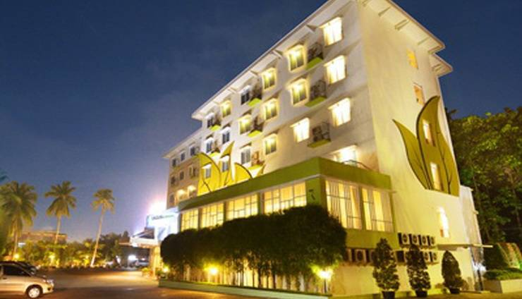 Angkasa Garden Hotel Pekanbaru - Main building - night view