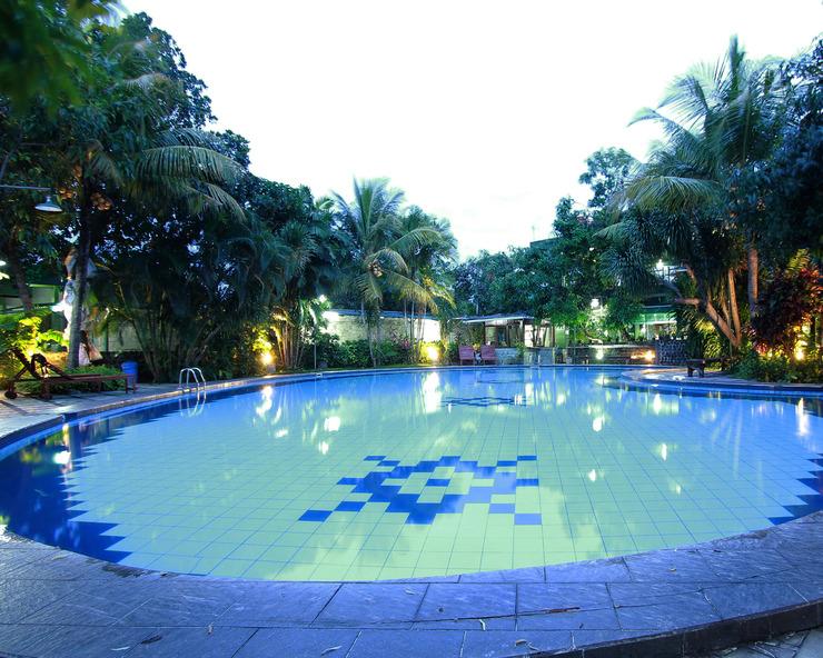 The Winotosastro Hotel Syariah Yogyakarta Yogyakarta - Swimming Pool