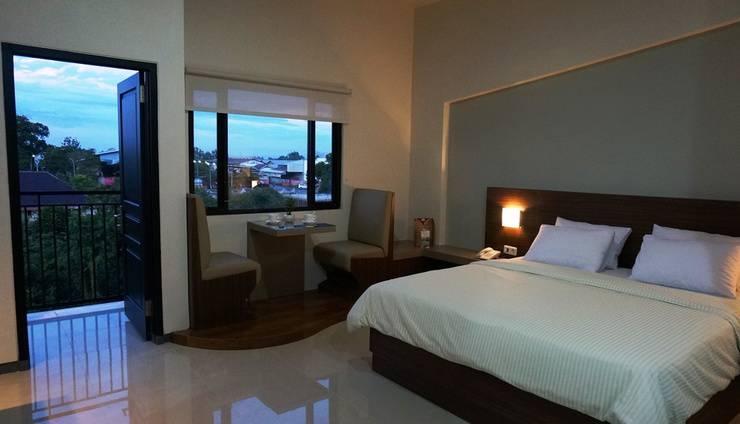 Hotel Bukit Indah Lestari Baturaja - Anda dapat menikmati biru langit Baturaja dari tempat tidur Anda.