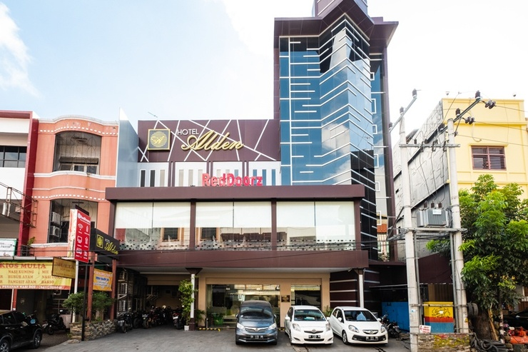 RedDoorz Plus @ The Alden Hotel Makassar - Photo