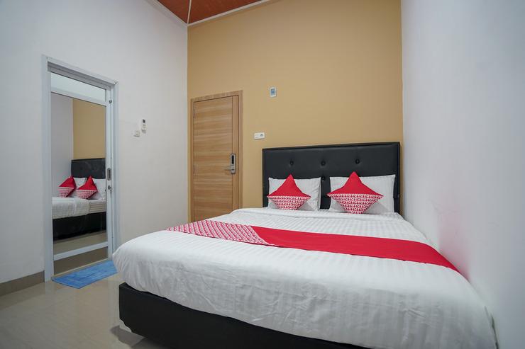 OYO 945 Mega Kost 2 Palembang - Bedroom