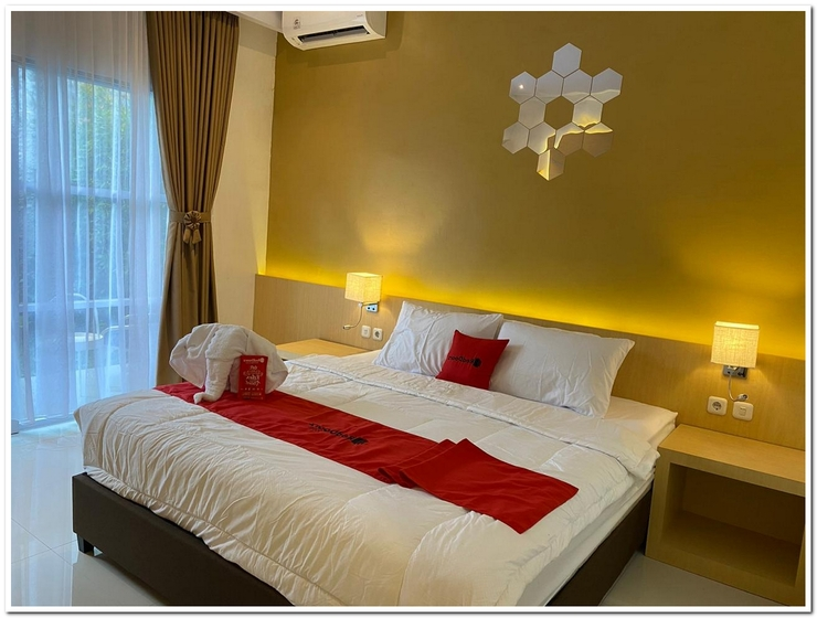 RedDoorz Plus Syariah near Museum Lampung Bandar Lampung - Bedroom