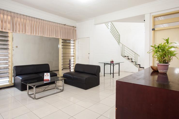 OYO 143 Dukuh Kupang Residence Surabaya - Reception