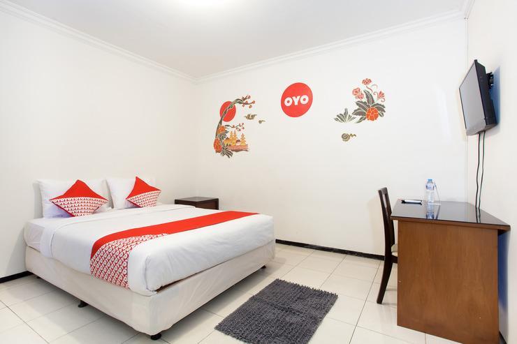 OYO 143 Dukuh Kupang Residence Surabaya - Bedroom