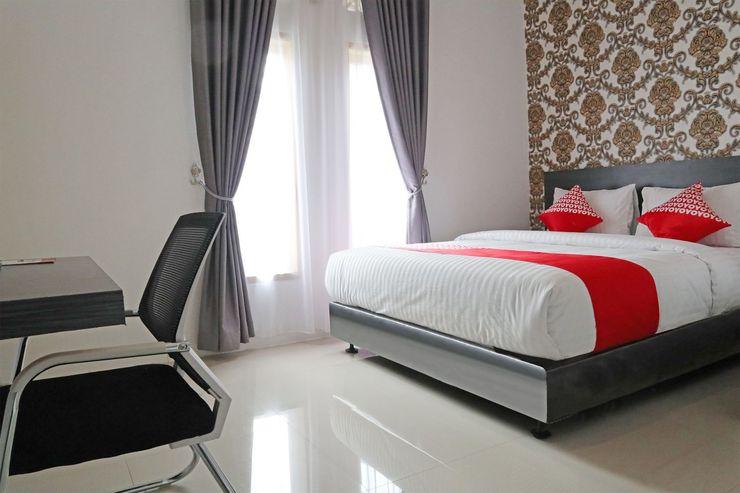 OYO 1185 Sachila Residence Syariah Padang - Bedroom