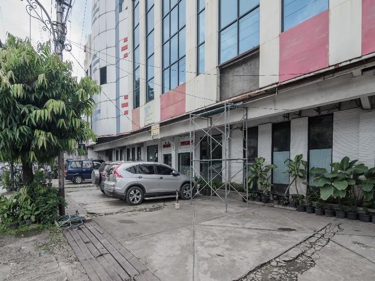 RedDoorz Plus near Mall Sentra Antasari Banjarmasin - Exterior