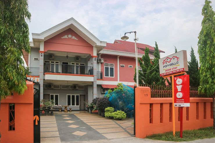 OYO 1156 Fanybella Homestay Pekanbaru - Hero Pic