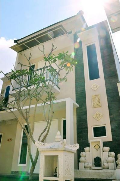 Villa Pinus M61 By Denny Malang - Facade