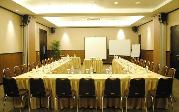 Summer Hill Private Villas & Family Hotel Bandung - Meeting Room
