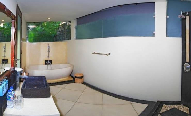 The Seri Villas Seminyak Bali - Kamar mandi