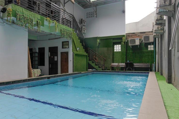 RedDoorz Plus near Budi Luhur University Jakarta Tangerang - Outdoor Pool