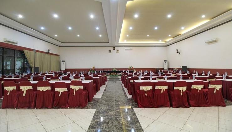 Airy Mulyoharjo Ahmad Yani Pemalang - Meeting Room