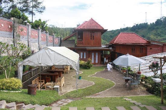 Villa Bantal Guling Bandung - Villa Bantal Guling