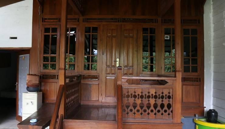 Villa Bantal Guling Bandung - Rumah Panggung  (Family 4)
