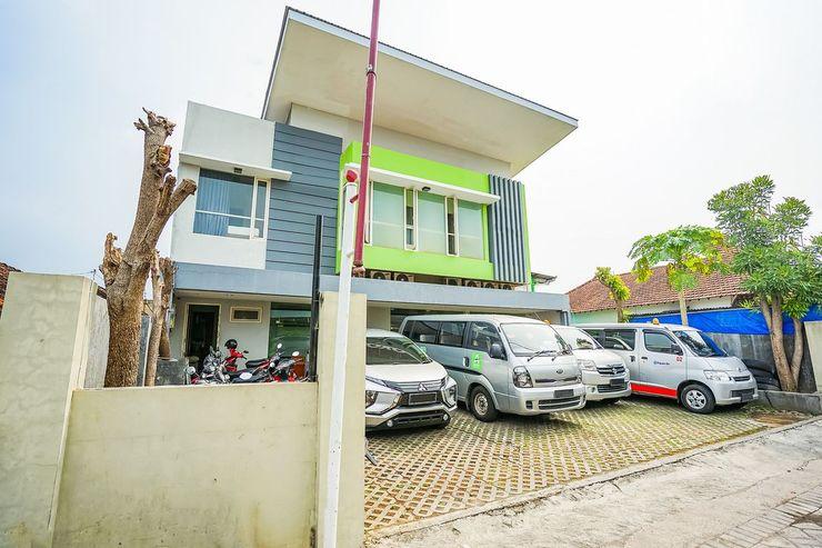 Ardhya Guest House Surabaya - Exterior