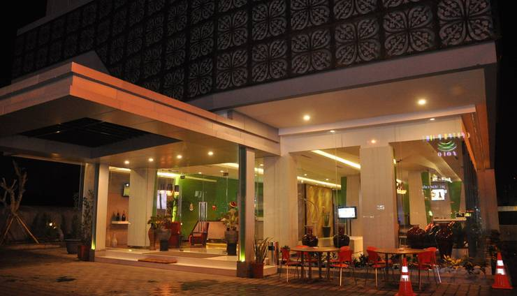 Sala View Hotel Solo - entrance
