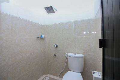 Airy Denpasar Barat Gunung Tangkuban Perahu 5 Bali - Bathroom