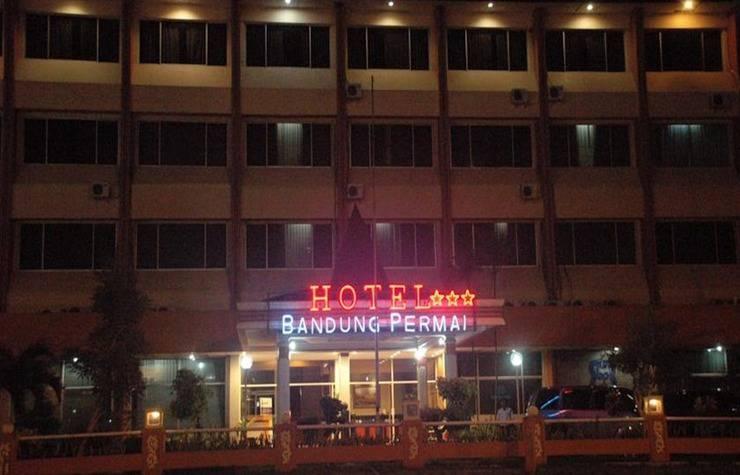 Hotel & Restaurant Bandung Permai Jember - Eksterior