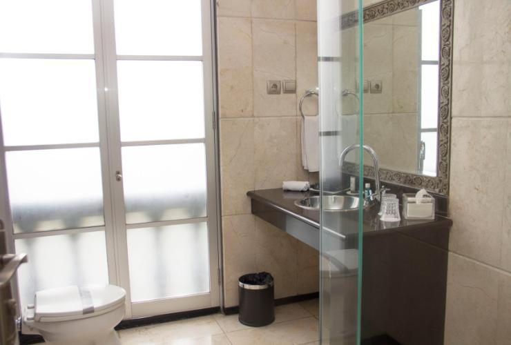 GH Universal Hotel Bandung - Superior Bathroom