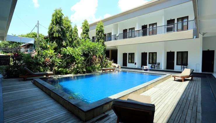 RedDoorz @Raya Seminyak Bali - Exterior