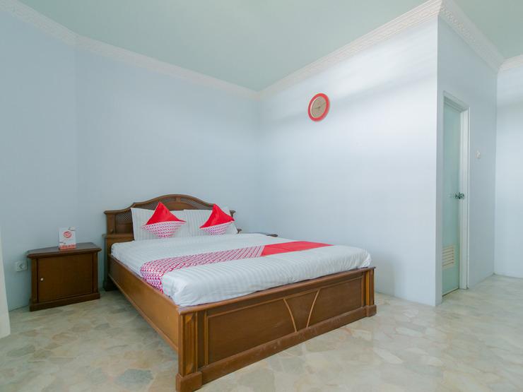 OYO 2858 Vafa Guesthouse Cianjur - Deluxe Double Bedroom