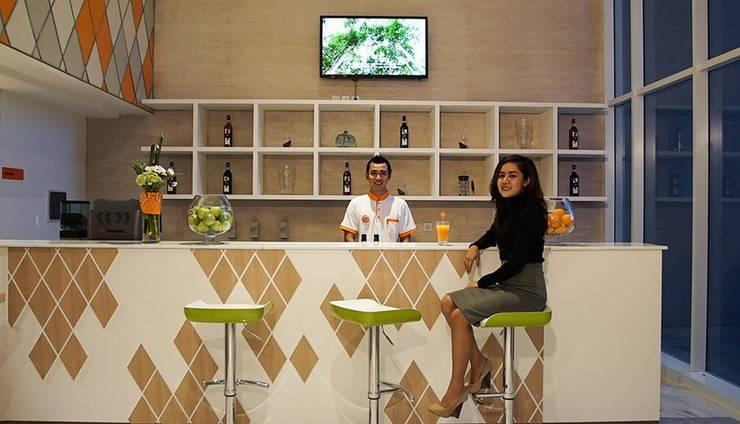 HARRIS Hotel Samarinda - Bar Service