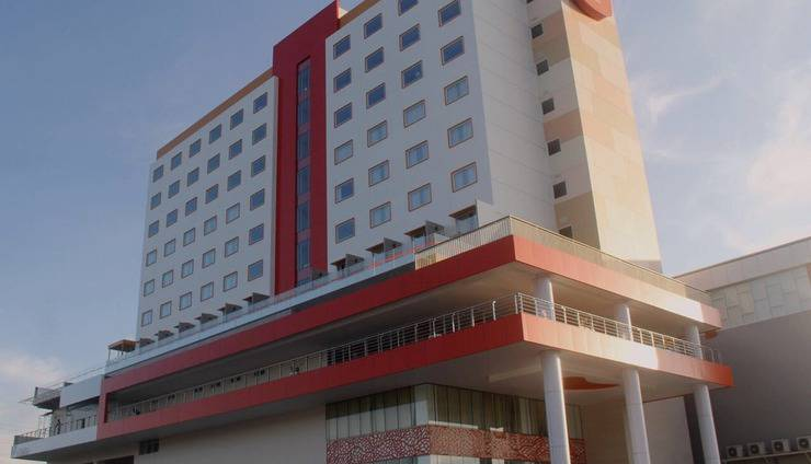HARRIS Hotel Samarinda - Tampilan Luar Hotel