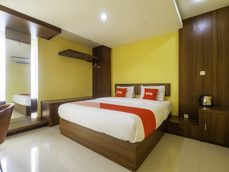 Capital O 1973 Hotel Toserba Selamat Syariah Pelabuhan Ratu Sukabumi - Deluxe Double Bedroom