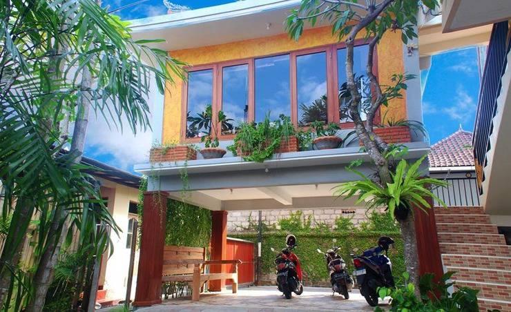 Alamat Review Hotel CRTris Rooms Seminyak - Bali