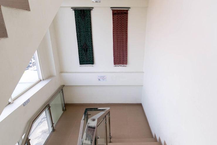 Hotel 88 Embong Kenongo Surabaya - Staircase
