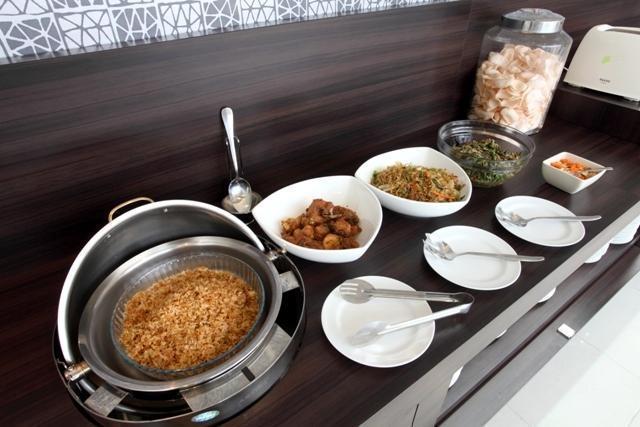 Hotel 88 Embong Kenongo Surabaya - Meals1