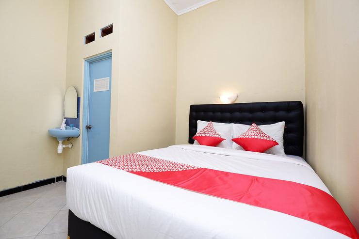 OYO 1791 Griya Boytown Solo - Standard Double Bedroom
