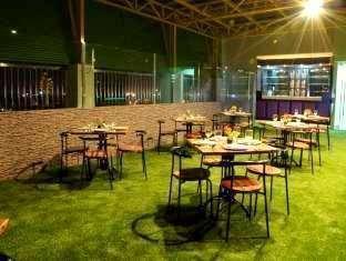 Maumu Hotel Surabaya - Resto and Lounge