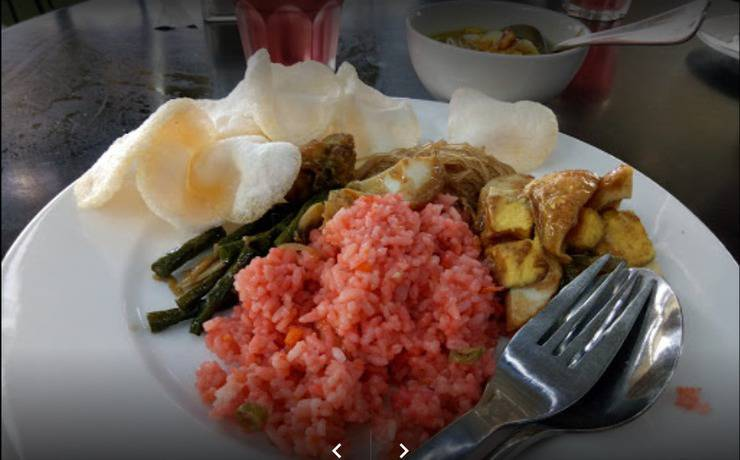 Maumu Hotel Surabaya - Meals