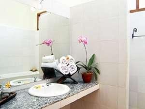Mirah Hotel Banyuwangi - 2 Bedroom Villa Bathroom