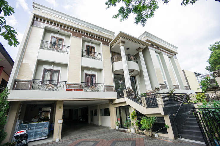 OYO 1062 Virginia Residence Manado - Facade