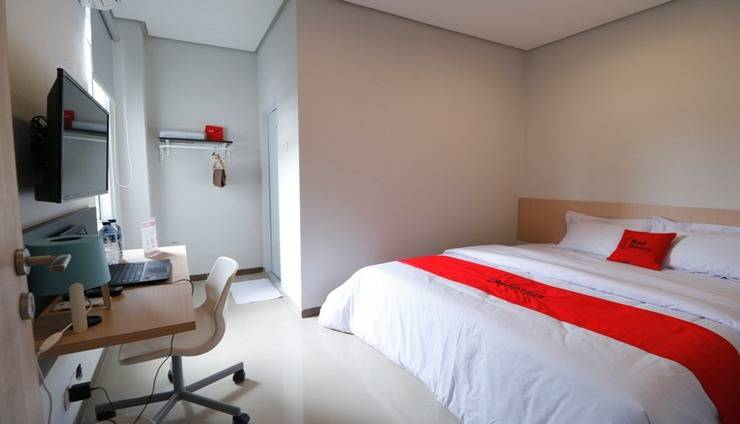 RedDoorz Plus Syariah near Mall Pondok Indah Jakarta - Room