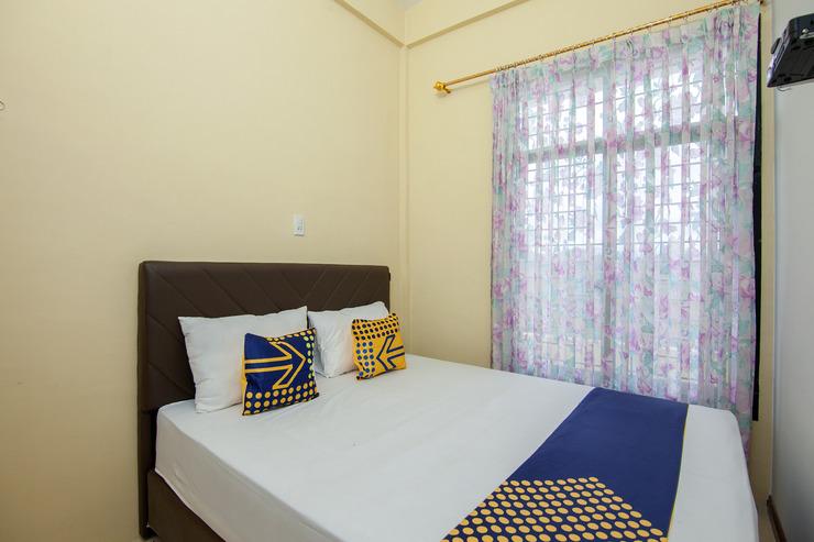 SPOT ON 2076 Hotel Stadion Karo - Bedroom