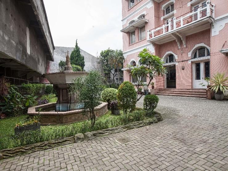 RedDoorz @ Lawang Malang - Exterior