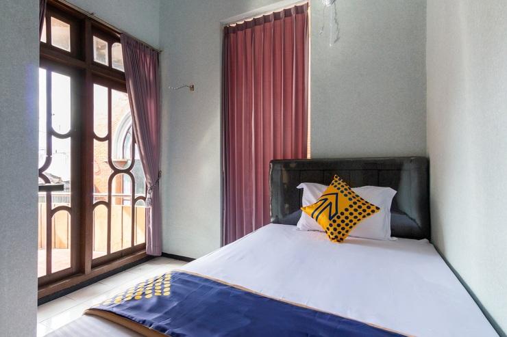 SPOT ON 2689 Safira Family Residence Malang - Bedroom