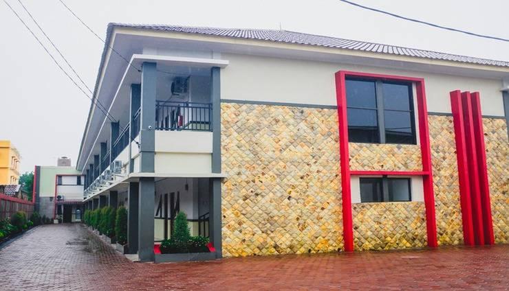 Family Guest House Medan - Exterior