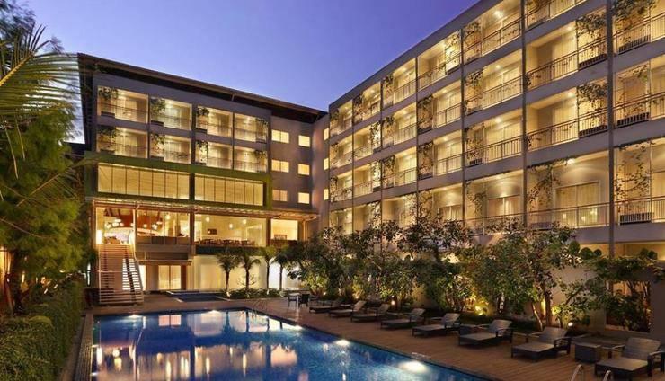 Holiday Inn Express Bali Raya Kuta Bali - Kolam Renang
