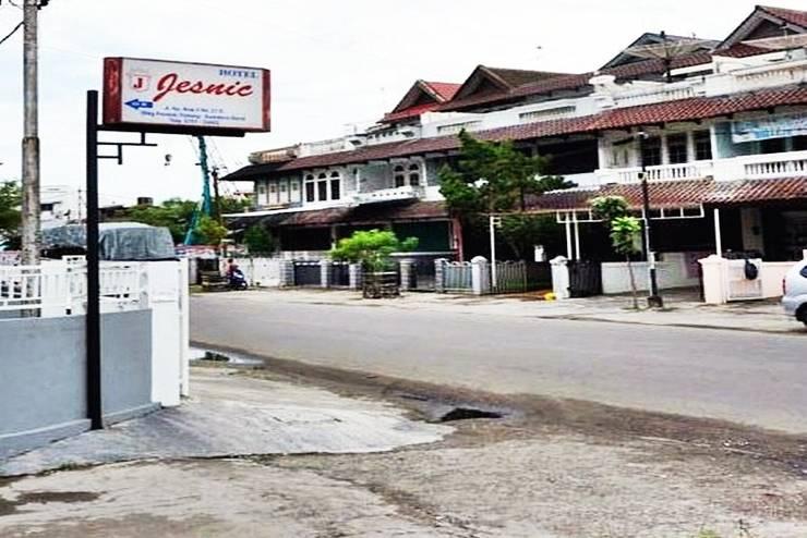 Jesnic Hotel Padang - Tampilan Luar Hotel