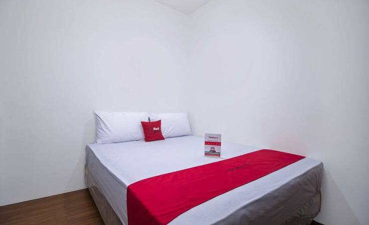 RedDoorz Plus near Plaza Indonesia Tanah Abang - Room