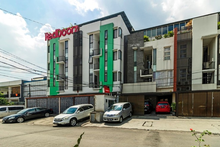 RedDoorz Plus near Plaza Indonesia Tanah Abang - photo