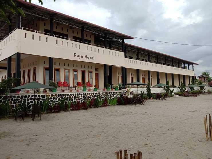 RedDoorz @ Hotel Pasir Putih Parbaba Danau Toba - Raja Hotel Samosir