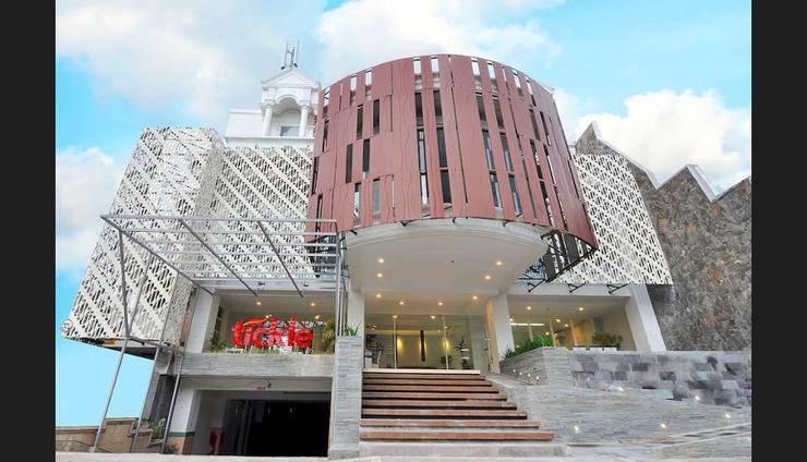 Tickle Hotel Yogyakarta - Hotel Front