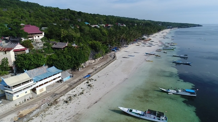 Phinisi Hostel Bira Bulukumba - View Phinisi Hostel dan Pantai Panrang Luhu