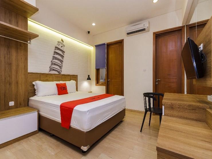RedDoorz Plus @ CBD Bintaro Tangerang Selatan - Guestroom
