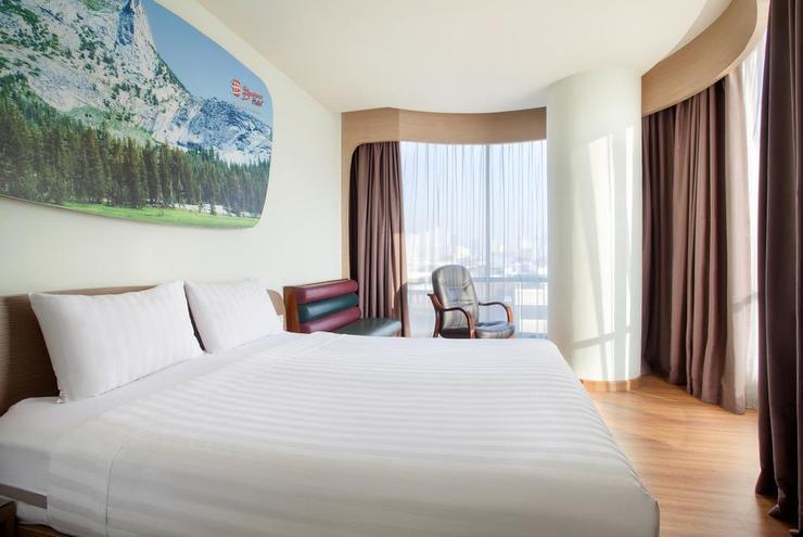 Business Hotel Jakarta - BEDROOM